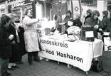 Informationsstand des Freundeskreises Dorsten-Hod Hasharon auf dem Marktplatz von Dorsten