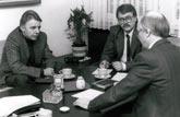 W. Stegemann zusammen mit RN-Redaktionsleiter Rudolf Plümpe (l.) im Gespräch mit Stadtdirektor Dr. Zahn (Foto: Krüger)